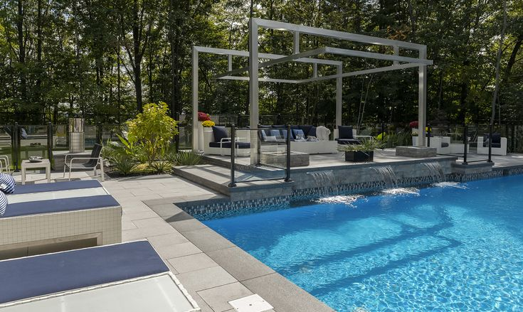 Les 25 meilleures id es de la cat gorie piscine creus e sur pinterest amenagement piscine for Photo amenagement piscine