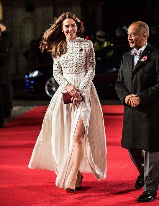 Vévodkyně z Cambridge zavítala na premiéru Kocoura Boba.