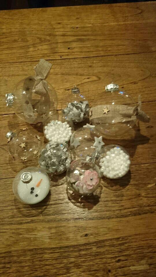 Kerstballen gemaakt.