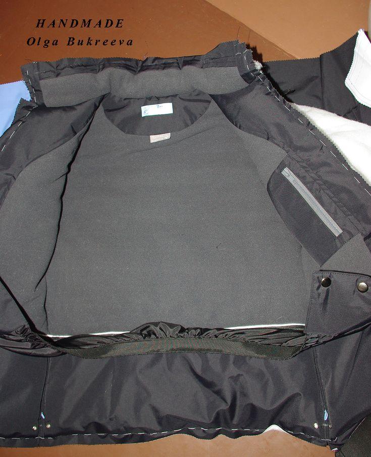 На самом деле куртка почти готова - осталось вшить молнию. Катастрофически не хватает времени просто сесть и все описать.  Но обещание дано...