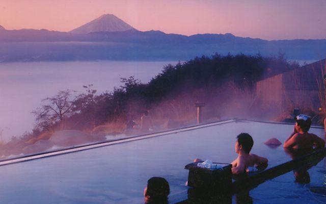 山の上に作られた「ほったらかし温泉」 まさに絶景の天然温泉 – grape [グレープ] – 心に響く動画メディア