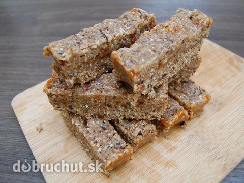 Fotorecept: Raw datľovo orechový koláč