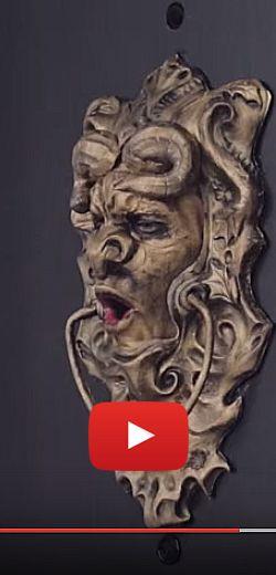 Une porte qui fait peur aux colporteurs!  http://rienquedugratuit.ca/videos/une-porte-qui-fait-peur-aux-colporteurs/