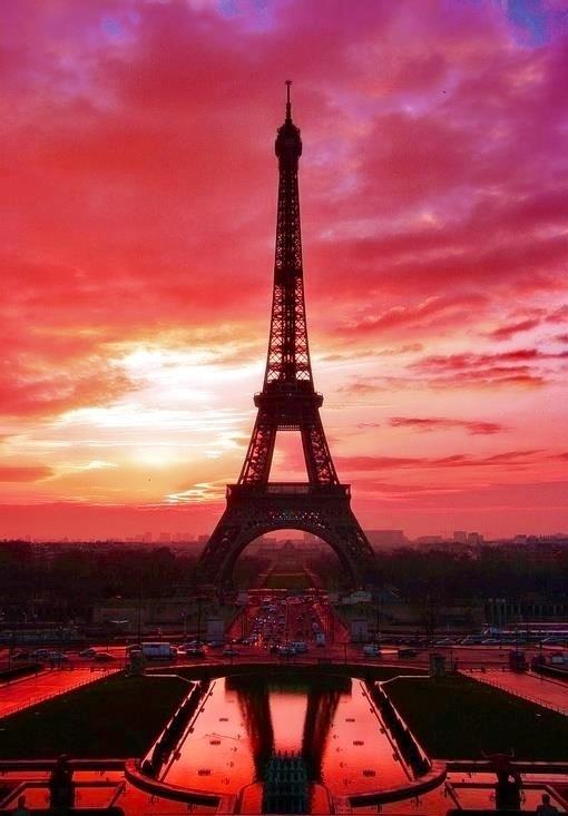 Paris Eiffel Tower at Sunset | Life is an adventurous ...
