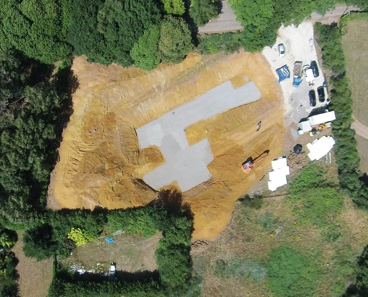 BIGBURY HOLLOW (PPS 7). The excavation works have continued and we now have a working site level from which to begin constructing the PPS 7 house. The resulting hole is nothing short of staggering in its scale and depth!