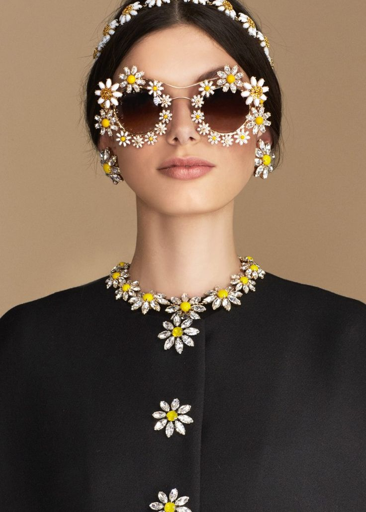 Discover the new Dolce & Gabbana Women's Carretto Daisy Collection for Summer 2016 and get inspired.
