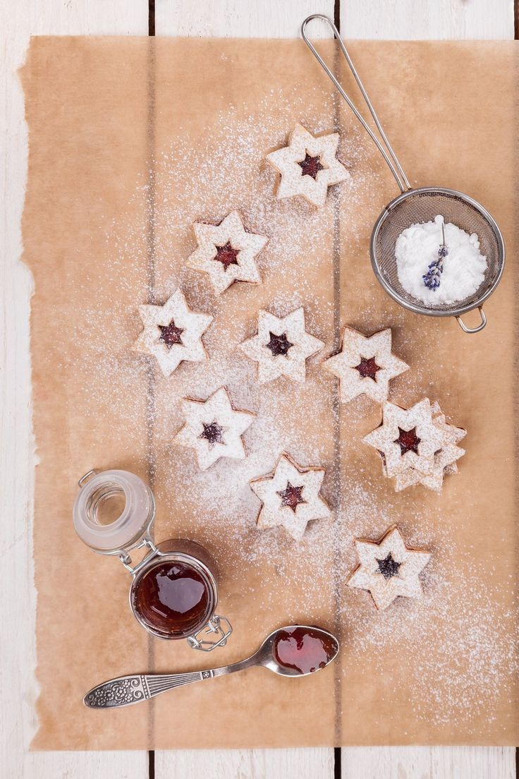 Gluten-free Linzer cookies from Nominal• 170 g gluten free flour NOMIX• 40 g of corn flour• 100 g fat (Hera, butter)• 80g sugar (vanilla sugar)• 1 egg yolk• lemon peel.Cream dry ingredients, add the softened fat and eggs. Knead well and refrigerate it for one hour. Roll the dough,cut on a sheet 3mm thick and cut as many circles (or another shape) from the sheet as you can. According to your imagination, biscuit can stuck together with jam or chocolate. Bake until golden brown at about 170…