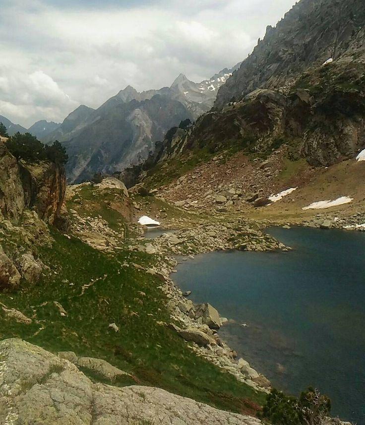 Preciosos paisajes en el #ibon de #Remuñe #igerszgz #igersaragon Hoy me dormiré pensando en el pedazo baño revitalizante y refrescante que me di ahí. Buenas noches amig@s  #valledebenasque #ibonremuñe #ibonderemuñe #Huesca #Aragon #lago #lake #montaña #mountain #lakemountain #lagodemontaña #ibonpirineo
