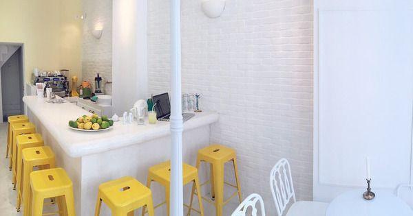 Το Le Petit Village, το νέο καφέ-μπιστρό του κέντρου, φτιάχνει τις πιο περίεργες και ξεδιψαστικές λεμονάδες.