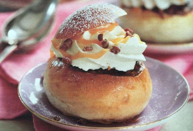 Små lækre kager med karamel og Daim. Lige til at lave sammen med børnene!