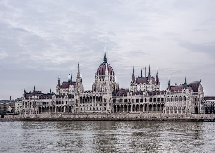 #budapest #hungary #madarsko #city #parlament #clouds #nikon #d7200