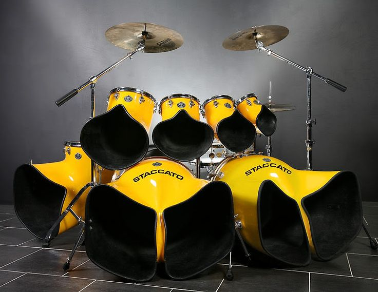 wow!! Look at this drum set...