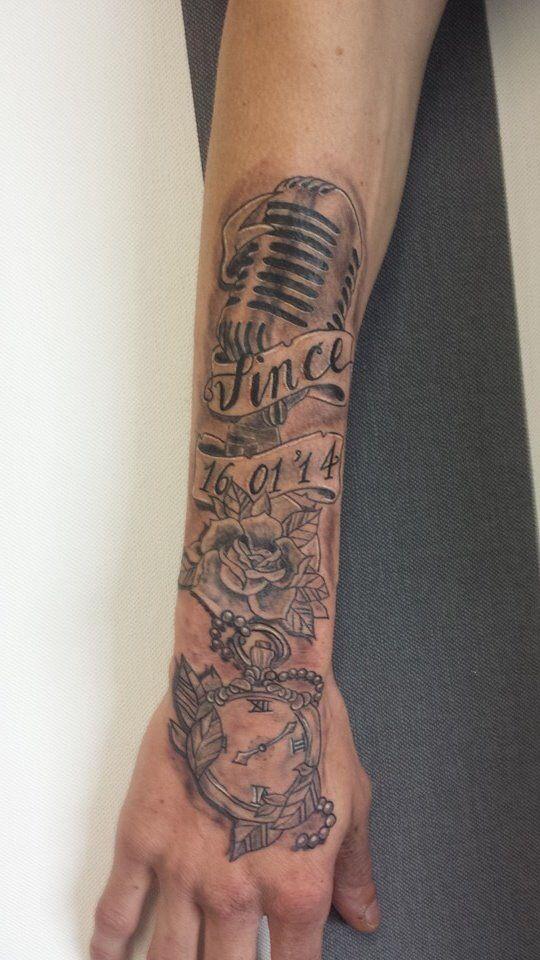 The tattoo from my husband with the name time and date of birth of our son.  De tatoeage van mijn man met de naam tijd en geboorte datum van onze zoon.