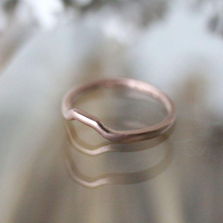 Dieses gold speziell angefertigt, um fit für meine Lünette Bandsatz 6mm und 8mm Kissen Solitär Ringe. Perfekt um wickeln und bündig zusammen sitzen.  Dieses Angebot gilt für ein Stück 14 k gold einfach stapeln Ring nur. Auf dem Foto zeigen #4 & 5 mit anderen Stil der Bands.  ~~~~~~~~~~~~~~~~~~~~~~~~~~~~~~~~~~~~~~~~~~~~~~~~~~~~~~~~~~~~~~~~~~~~~~~~ Metall: recycelte 14k solide Rose gold im Foto #1,2,3 / verfügbar recycelt Gelbgold, Recycling-plattierten Weißgold, recyceltes Palladium Weißgold…