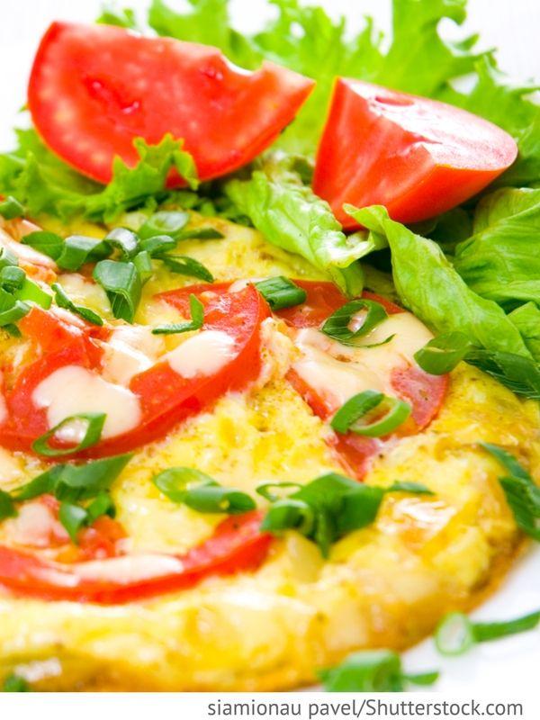 Tomaten-Omelett mit Mozzarella Omlet s mozarelloj i pomidarami - Омлет с моцареллой и помидорами - Russische Rezepte