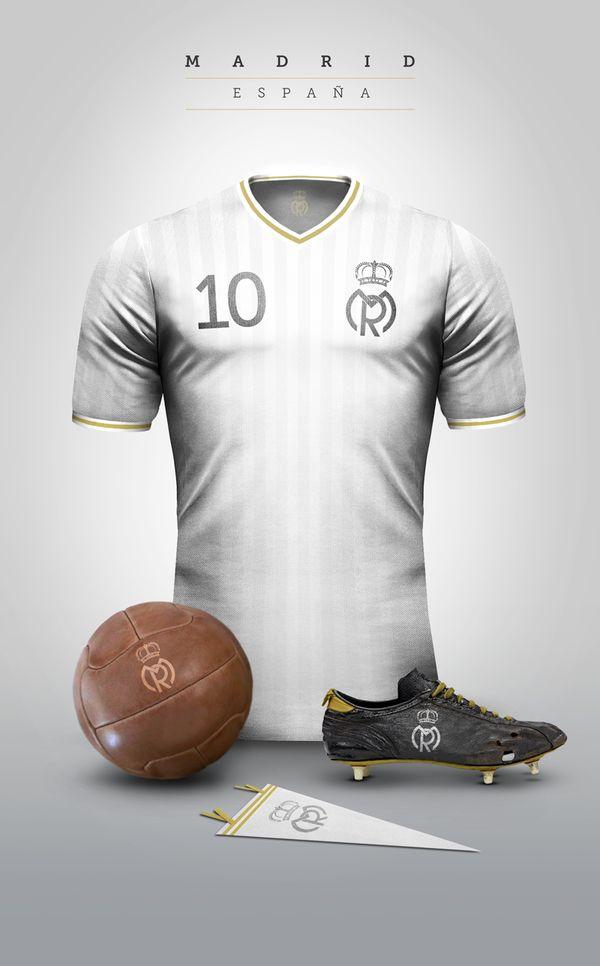 """""""Cuál de estos bocetos del #RealMadrid debería fabricar? Which one of these #Madrid drafts should I produce?"""""""