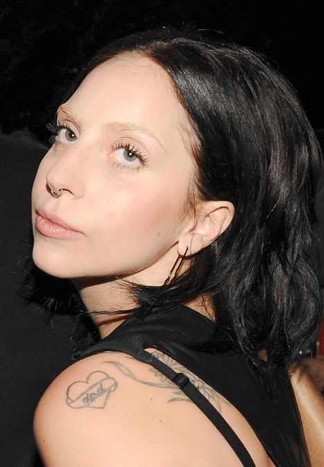 Lady Gaga Goes Back to Black with the Natural Look - Celebrity hair