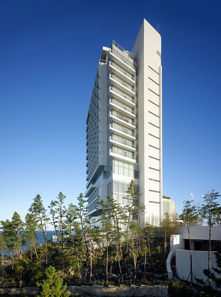 richard meier & partners has completed the rebuilding of the seamarq hotel in gangneung, south korea.