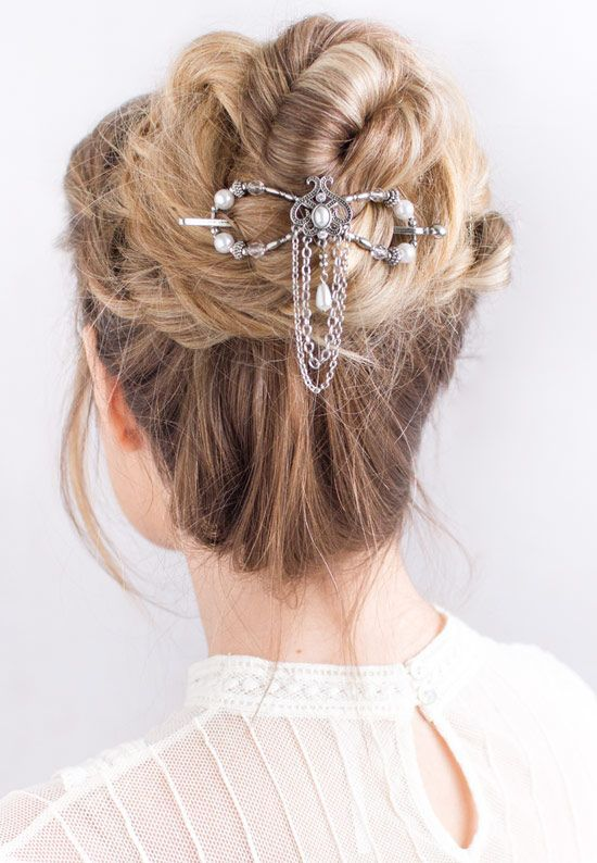 Wedding updo hairstyle idea with the elegant Arwen Flexi Clip featuring lovely d