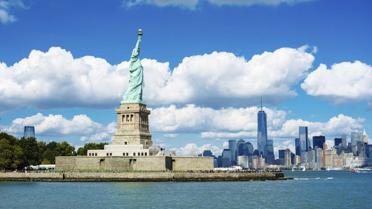 The United States, being a country comprising of about fifty states, promises to have a diverse collection of natural beauty and tourist attractions.