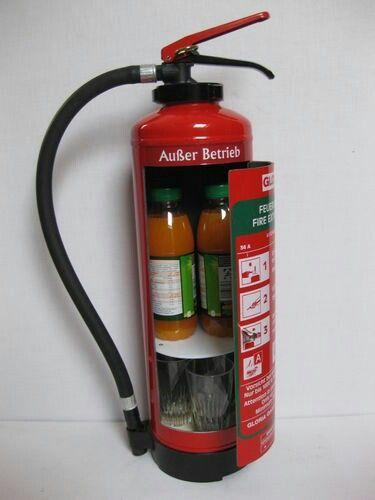 Ein umgebauter Feuerlöscher als Getränkespender.