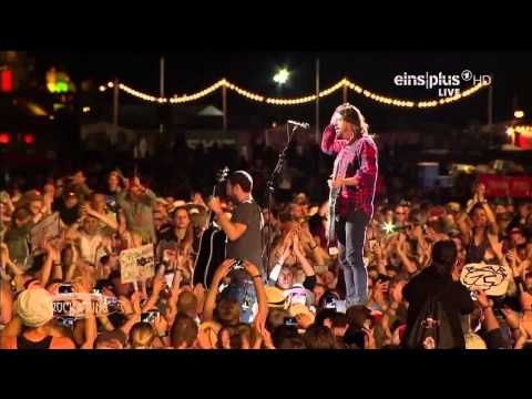 Foo Fighters Rock am Ring 2015 HD Full Concert - 2 glorious hours of the the Foo...   ♠ re-pinned by  http://www.wfpblogs.com/author/thomas/