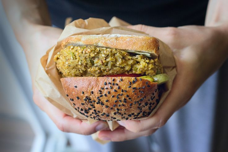 wegetariańskie burgery z bobu