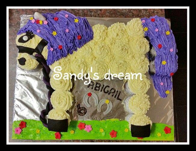 Cupcake cake horse