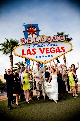 76 best images about vegas wedding photo ideas on for Las vegas sign wedding