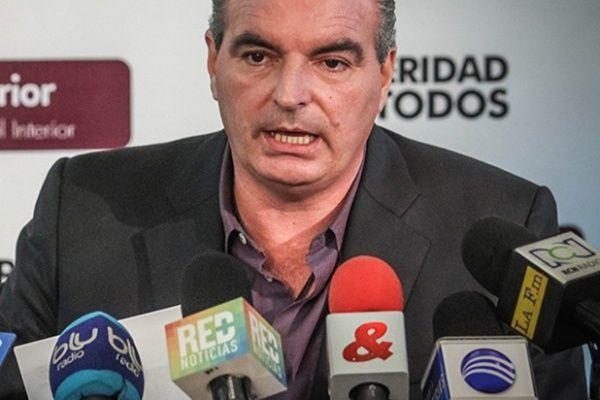 Santos en ningún momento dijo que iba a devolver las horas extras: Mininterior | LA F.m. - RCN Radio
