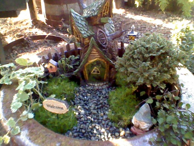 1000+ images about Fairy/gnome garden on Pinterest | Gardens, How ...