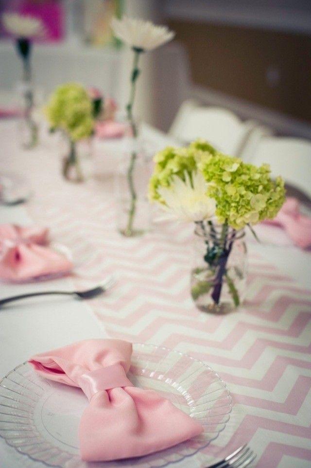 déco-table-mariage-nappe-chevrons-serviette-nœud-hortensias