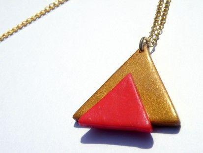 Collier triangle aztèque corail et or  http://www.alittlemarket.com/boucles-d-oreille/collier_triangle_azteque_or_et_corail-1399302.html