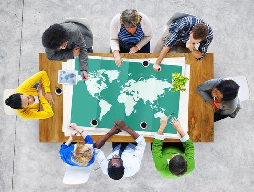 Wer auf der Suche nach einem Job im Ausland ist, steht vor einer großen Aufgabe. Wir zeigen, worauf Sie bei diesem großen Schritt achten müssen...