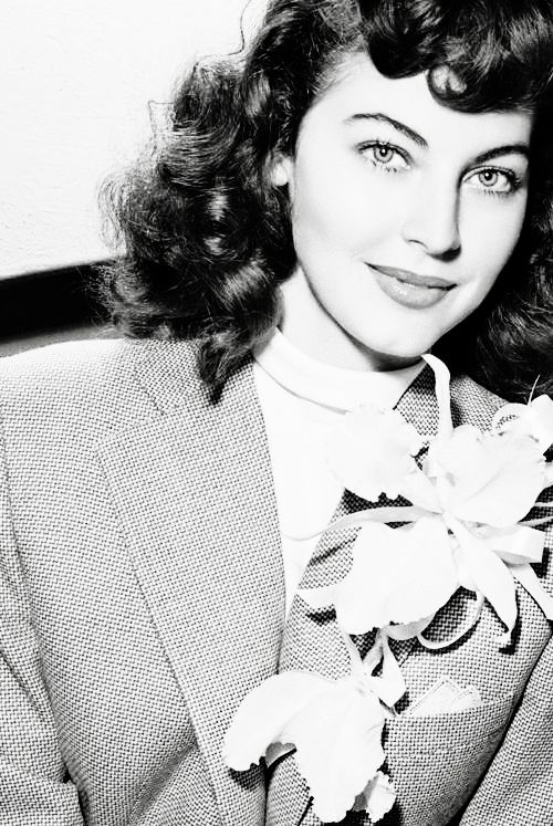 Ava Gardner....what a beautiful photo of her <3