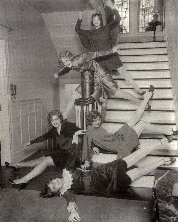 Retronaut - Girls having fun on stairs, 1920s.