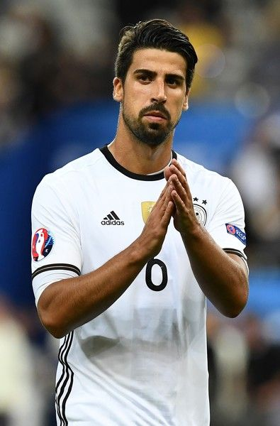 Germany's midfielder Sami Khedira acknowledges the crowds at the end a 0-0 match in the Euro 2016 group C football match between Germany and Poland at the Stade de France stadium in Saint-Denis near Paris on June 16, 2016. / AFP / FRANCK FIFE