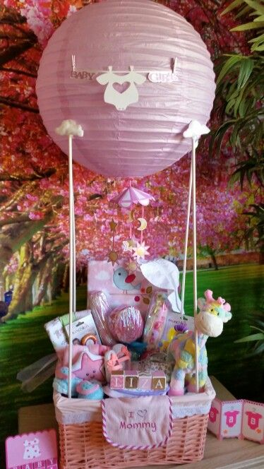 Baby shower hot air balloon gift basket diy decoraci n for Baby shower decoration ideas for twin girls