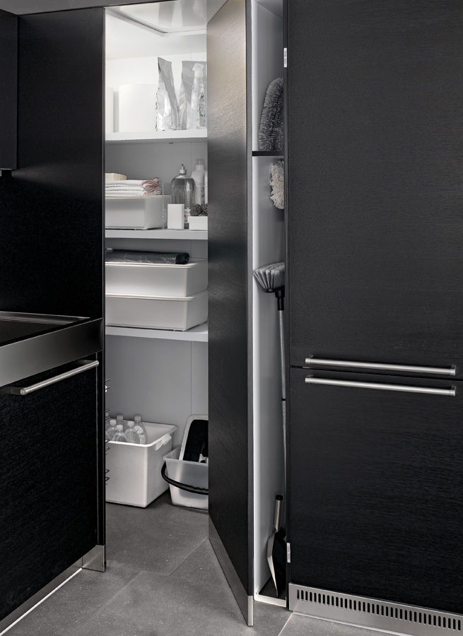 The WIC (Walk In Closet) has been thought up to optimise available space, creating roomy storage areas inside the home. Fitted with internal lighting and shelves, it is available in depths of 68, 100 and Maxi 100 cm and provides the same storage space as 12, 19 and 21 wall units respectively.  #Kitchen Artusi #Arclinea #interiordesign #design