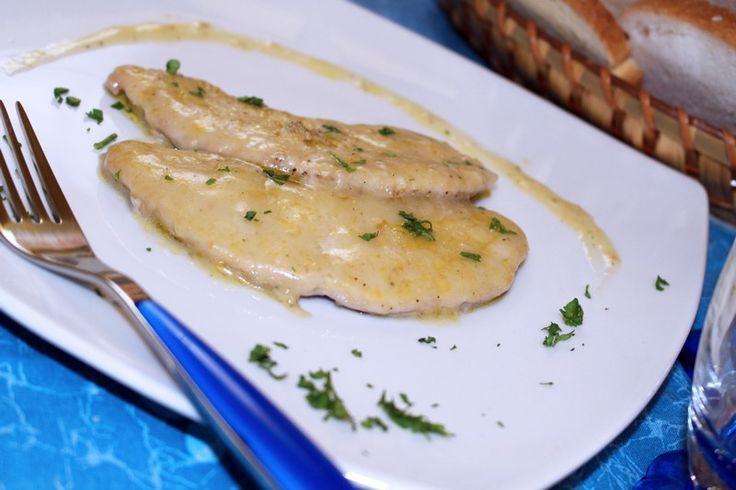 Le scaloppine al limone sono un secondo piatto leggero e dal sapore fresco, adatto anche alle stagioni più estive. Vediamo la ricetta