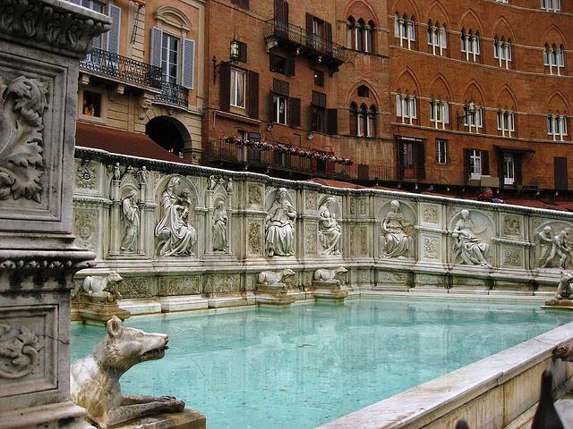 Jacopo della Quercia - Fonte Gaia, 1409-19 in Piazza del Campo a Siena. Photo by lutschbirne via Flickr.com