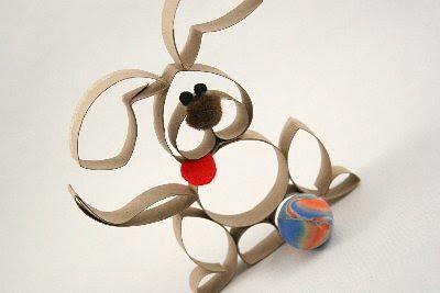 Bichinhos feitos em rolinhos de papel  http://www.viladoartesao.com.br/blog/2012/10/rolinhos-de-papel-e-varias-ideias-para-reciclar/#