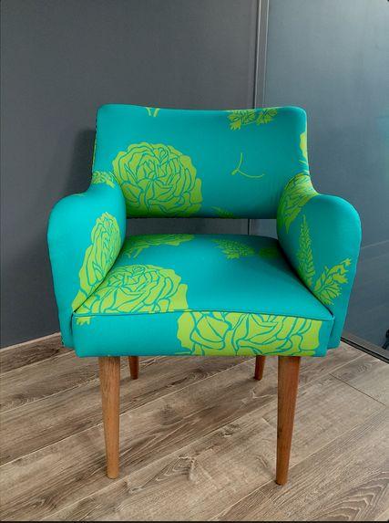 Nuevas sillas! #architecture #arquitectura #casa #color #colour #couleurs #design #diseño #decoración #decoration #färg #fabrics #furniture #fabricdesign #hem #home #inredning #interiordesign #möbler #patrones #patterns #telas #tyger #tissus #textiles