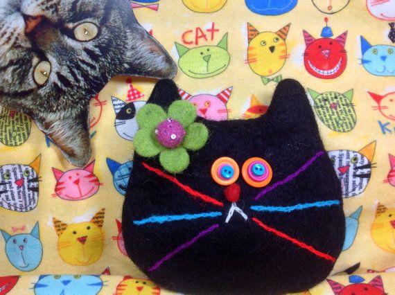 Black cat purse by showmealittlesign on Etsy, $15.00