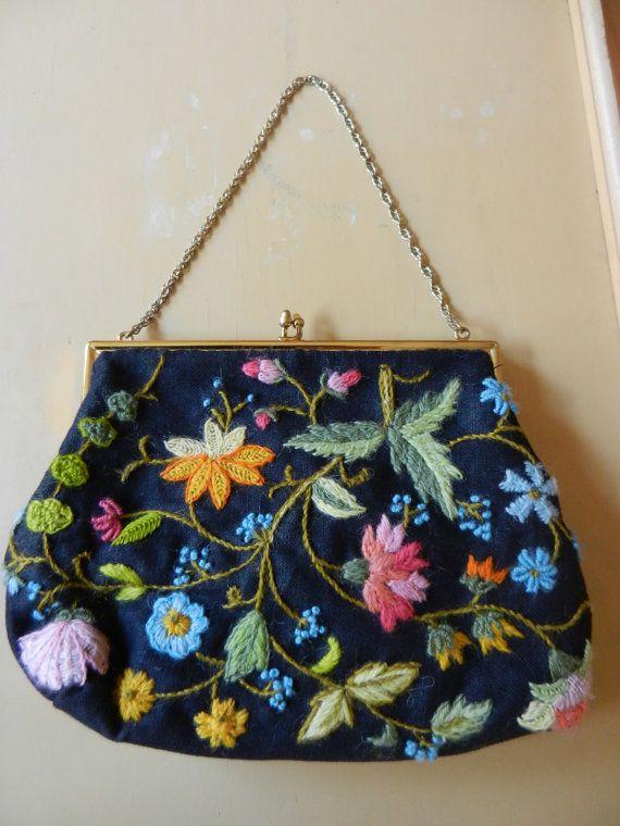 Vintage Crewelwork Embroidery Handbag por PickleRose en Etsy