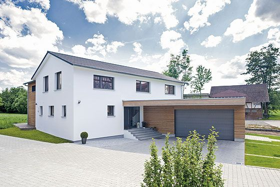 Mit dem Lignotrend-Bausystem sind der Kreativität und den Gestaltungsmöglichkeiten keine Grenzen gesetzt. Die Häuser aus massiven Holzblockt…