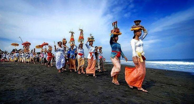 'Melasti is the ceremony that leads up to nyepi. The storm brews before before calm descends on the…'  Www.threesixtyguides.com  #360bali #threesixtyguides #bali #indonesia #seminyak #canggu #kuta #legian #ubud #nusadua #exploremore #hindu #culture #nyepi #melasti #silentday