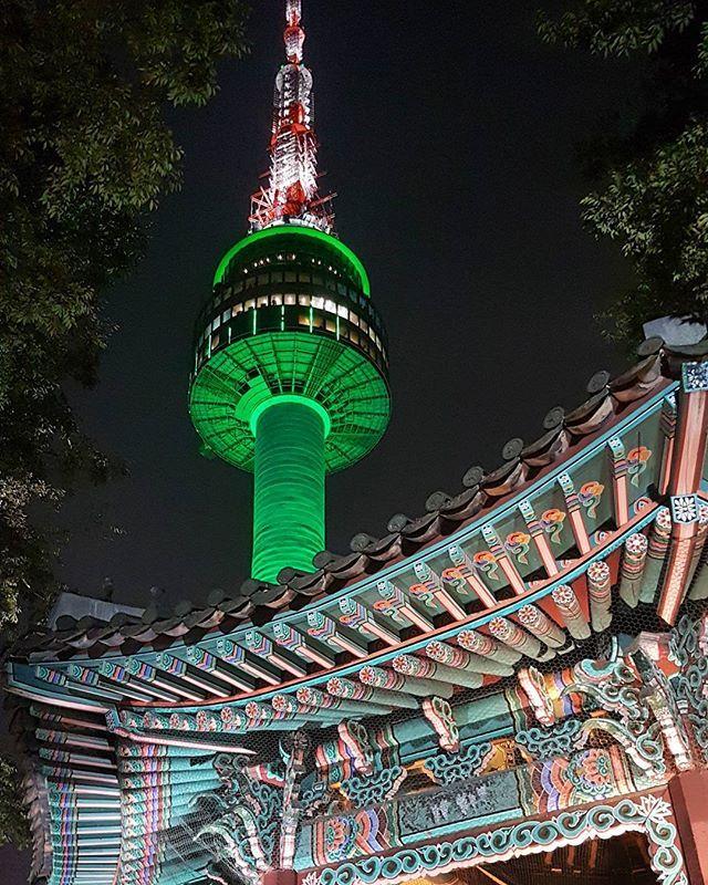 NAJLEPIEJ  Było ciężko wchodzić na tę górkę po całym dniu łażenia, ale było warto. Widoki nieziemskie!  #traveltheworld #southkorea #korea #nseoultower #dancheong #cityatnight #tower #tv_travel #ig_korea #instatravel #girlswhotravel #globetrotter #goabroad #wanderlust #ourplanetdaily #nomadephotographers #digitalnomad #weliketotravel #takemethere #exploretocreate #findyourself #seoul #soulofasia #asia #architecture #archilover #night #galaxys7edge