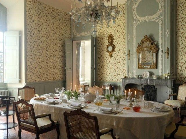 Salle à manger du château d'Ansouis, France.