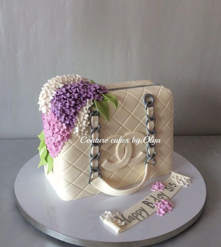 Chanel bag cake by Couturecakesbyolga